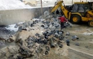 Kanalizasyon Şantiyesindeki Kullanılmayan Plastik...