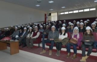 KMÜ İnşaat Mühendisliği Öğrencilerine Baret...