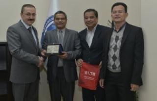 Malezyalı Öğretim Üyeleri, KMÜ'de Yapay...