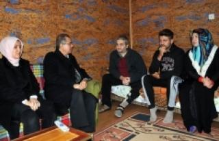 Vali Tapsız'dan Mülteci Ailelerine Ziyaret