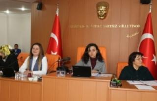 8 Mart'ta Belediyeyi Ve Meclisi Kadınlar Yönetti