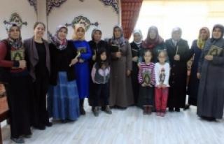 Dünya Kadınlar Gününde Kur'an-I Kerim Hediye...