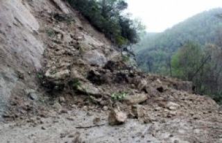 Heyelan Nedeniyle Bazı Köy Yolları Ulaşıma Kapatıldı