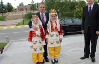 Vali Tapsız: Dünyanın Hiçbir Yerinde Çocuklara...