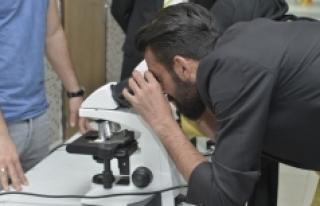 Öğrenciler Hücreleri Ve Mikroorganizmaları İnceledi