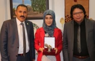 'Şehit Anası' Şiiri Türkiye Birinciliği...