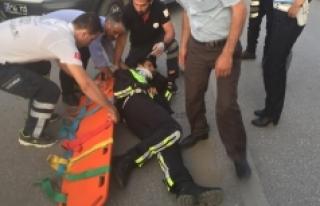 Motorize Polis Ekibi Kaza Yaptı, 1'i Polis 2 Kişi...
