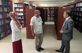 Vali Tapsız'dan Türkoloji Merkezi Türkçe Kütüphanesine...