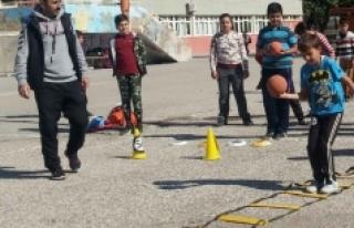 Anafartalar Ortaokulu'nda Hentbol Çalışmaları...
