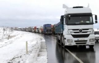 Konya'da Kar Yağışı Karayollarında Etkili Oluyor