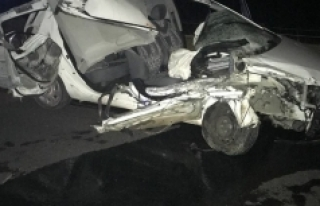 Otomobil Traktör Römorkuna Çarptı: 1 Ölü, 2...