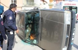 Sürücüyü Yan Yatan Otomobilden İtfaiye Çıkardı