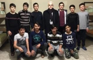 Kuntoğlu'ndan Pansiyonda Kalan Öğrencilere Sürpriz...