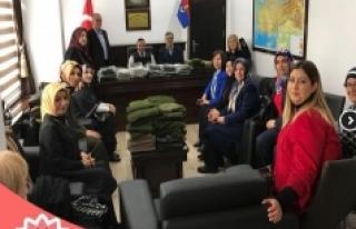 Atkı Ve Boyunluklar Albay Şen'e Teslim Edildi