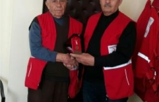 Kızılay Bağışçısına Madalya