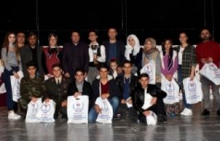 Gençler Arası Şiir Okuma Ve Tiyatro Yarışmaları...