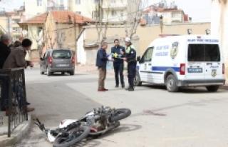 Hafif Ticari Araçla Çarpışan Motosiklet Sürücüsü...