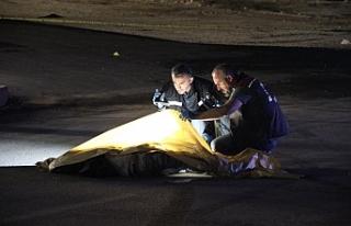 Otomobil Yolun Ortasında Yatan Şahsı Ezdi: 1 Ölü