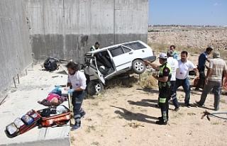 Otomobil Köprülü Kavşağın Beton Ayağına Çarptı:...