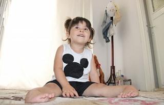 Üç Yaşındaki Ecrin, Ayaklarının Üzerinde Yürümek...