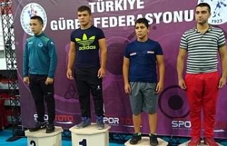 Güreş Sporcusu Mehmet Bulut'tan Bir Altın, Bir...