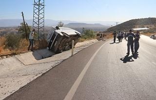 Cenazeden Dönen Karamanlı Aile Mut'ta Kaza Yaptı:...