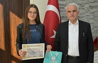 Genç Ressam, Bu Yıl Da Türkiye Birinciliğini Kimseye...