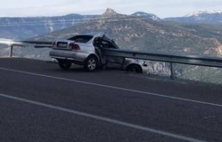 Otomobil Bariyere Saplandı: 1 Yaralı