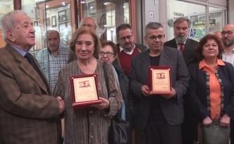 Atatürkçü Düşünce Derneği'nden Ali Ünlüer ve Merhum Talat Duru'ya Plaket