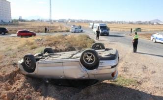 Öğrenci Servisiyle Çarpışan Otomobil Takla Attı: 3 Yaralı