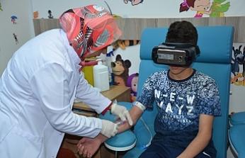 """Devlet Hastanesinde Çocuklar İçin """"Sanal Gerçeklik Gözlüğü"""" Uygulaması"""