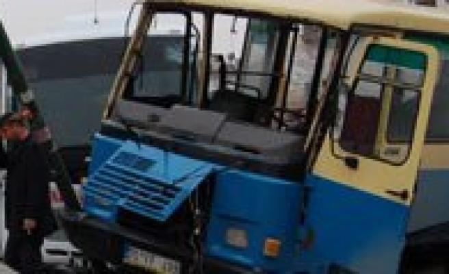 Yolcu Minibüsleri Çarpisti: 2 Yarali