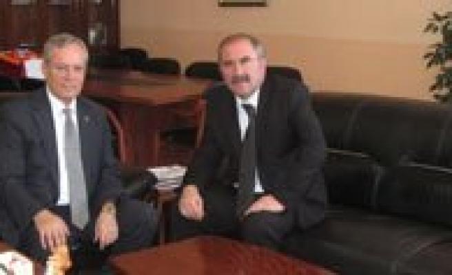 Selçuk Üniversitesi Veteriner Fakültesi Ile Bilgi Alisverisinde Bulunuldu