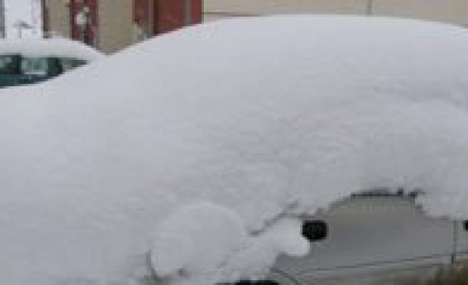 Kar Yagisi Sariveliler`de Hayati Olumsuz Etkiliyor
