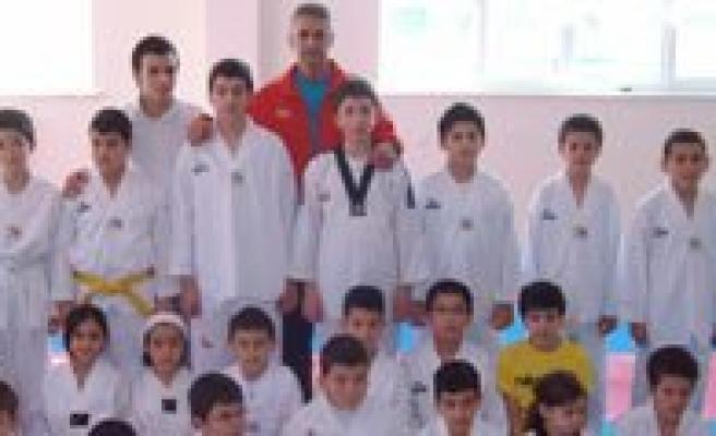 Gevher Hatun Koleji Ögrencileri Taekwondoda Tam Puan Aldi