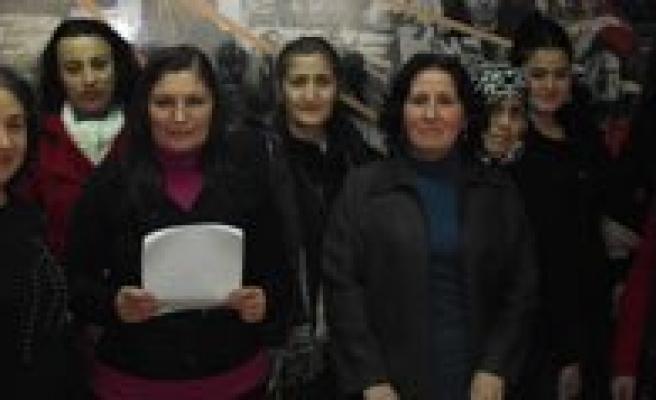 "CHP Kadin Kollari: ""Kadinlarimiz Artik Politikada Daha Aktif Olacak"""