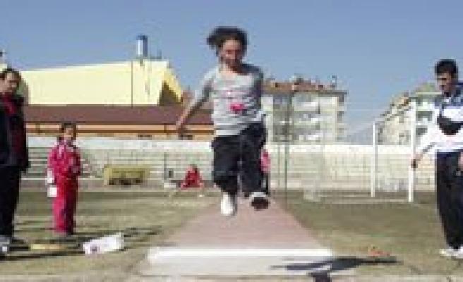 Okul Sporlari Puanli Atletizm Yarismalari Sona Erdi
