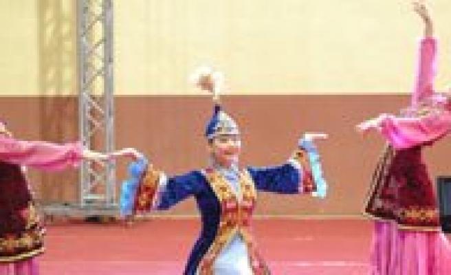 Nevruz Dans Gösterileriyle Kutlandi