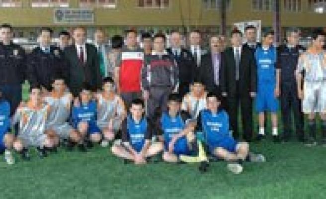 Emniyet'ten Bir Yildiz Doguyor Futbol Turnuvasi Basladi