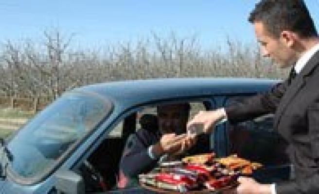 Karaman Emniyetinden Sürücülere Kek Ve Çikolata