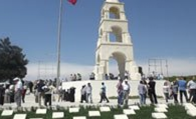 Ermenekliler Çanakkale Sehitligi'ni Ziyaret Ettiler