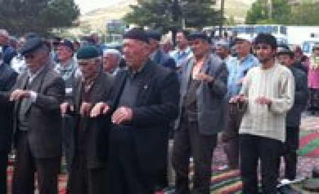 Yagmur Duasi Bitti, Yagmur Basladi