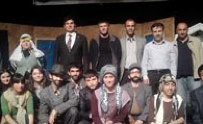 Gençlik Haftasinda Karaman Lisesi Ile Ortak Tiyatro Etkinligi Yapildi
