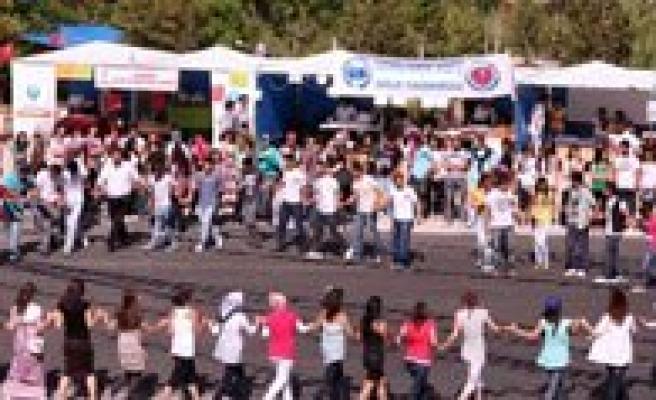 Üniversitenin Bahar Senlikleri  Basliyor