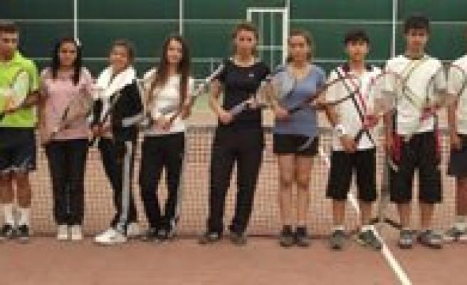 Tenis Turnuvasi Sona Erdi