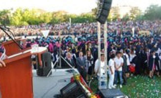 KMÜ'de Coskulu Mezuniyet Töreni
