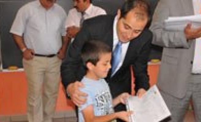 Karaman'da 49 Bin 236 Ögrenci Karne Aldi