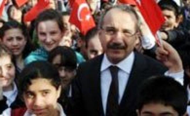 Bakan Dinçer, Okullarin Açilis Tarihi Için Genelge Yayinladi