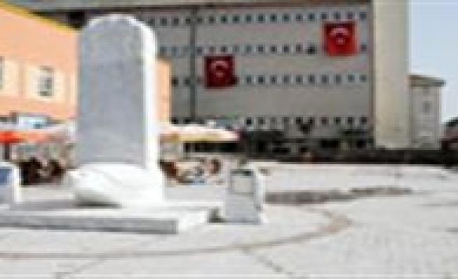 Türkçe Parki'nin Altindaki Otopark Kiraya Verilecek