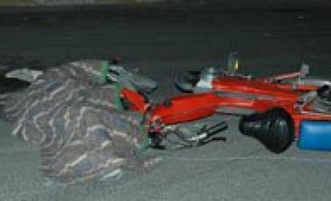 Tir'in Altinda Kalan Motosiklet Sürücüsü Öldü